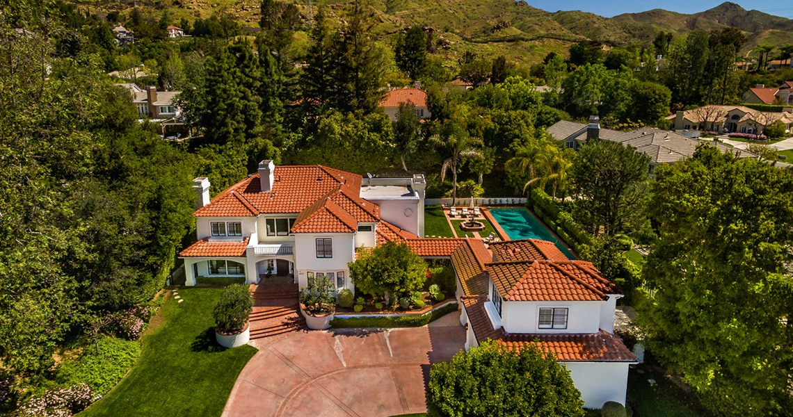 1672 Falling Star, a property represented by Nicki & Karen in North Ranch