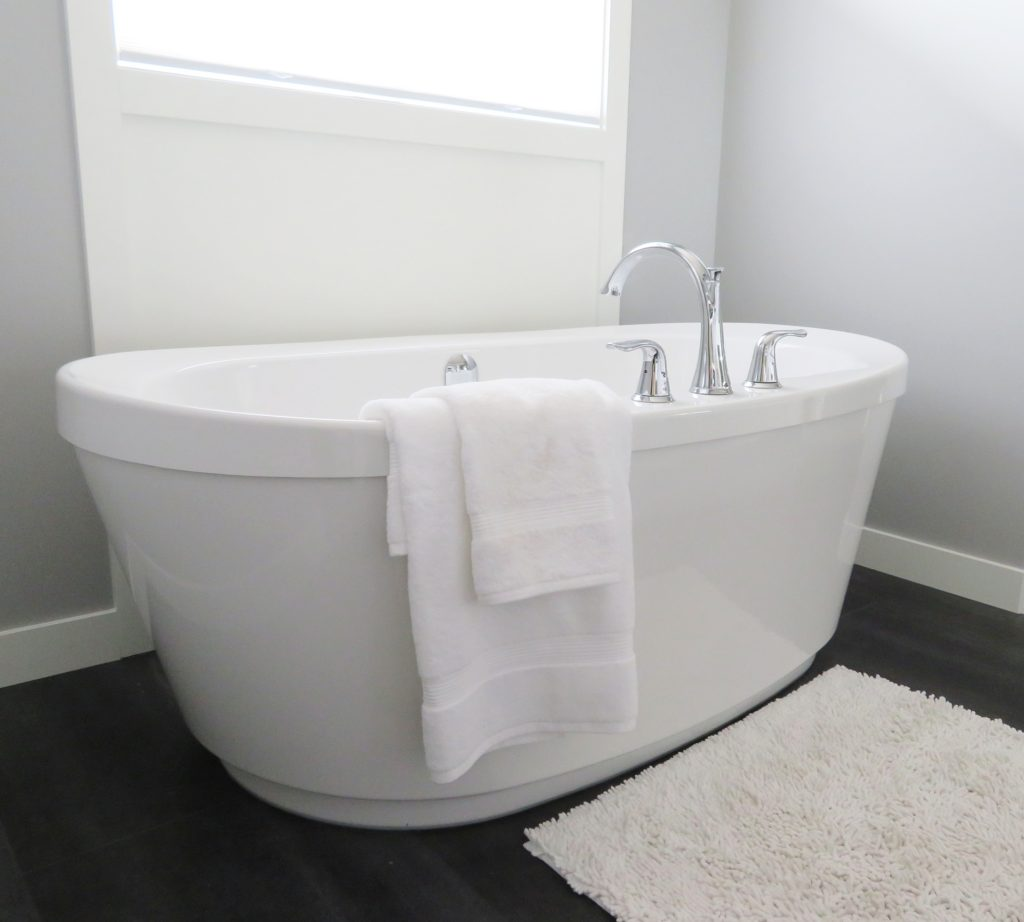 clean bathtub housekeeping